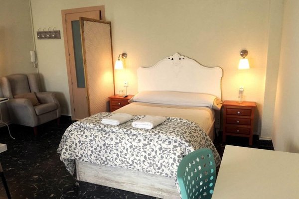 XY Travellers Guest House - фото 1