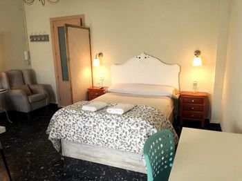 XY Travellers Guest House - фото 8