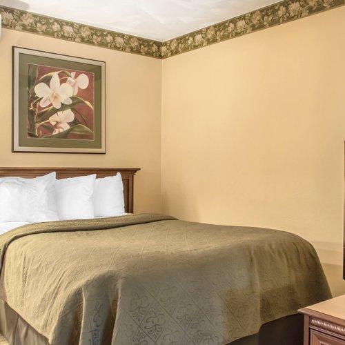 Photo of Quality Inn Breeze Manor