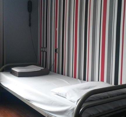 Oops! Design Hostel-Latin Quarter - фото 2