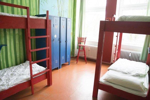instant Sleep Backpacker Hostel - фото 3