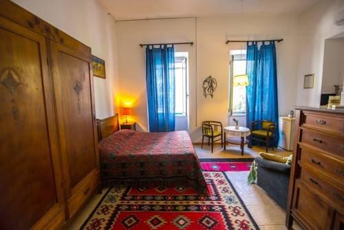 Shkodra Backpackers Hostel - Mi Casa es Tu Casa - фото 5