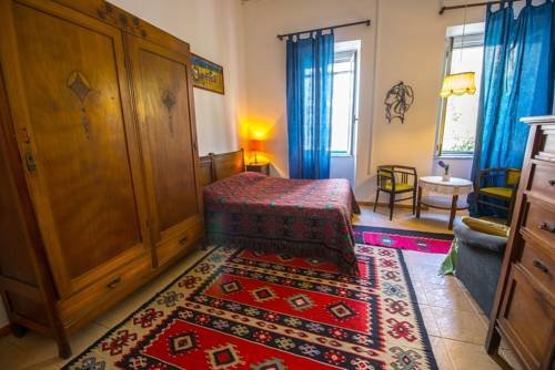 Shkodra Backpackers Hostel - Mi Casa es Tu Casa - фото 6