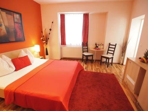 Hotel Pension De Lux - фото 2