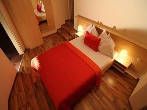 Hotel Pension De Lux - фото 7
