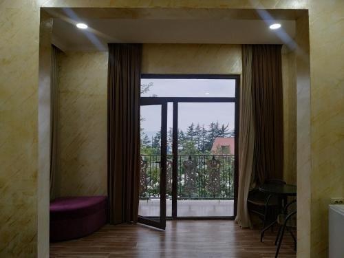 Batumi Homestay at Tamar Mephe Avenue - фото 10