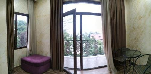 Batumi Homestay at Tamar Mephe Avenue - фото 13