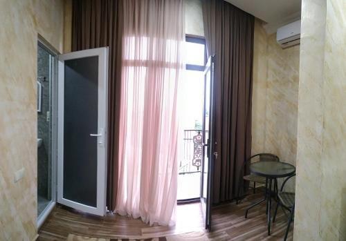 Batumi Homestay at Tamar Mephe Avenue - фото 14