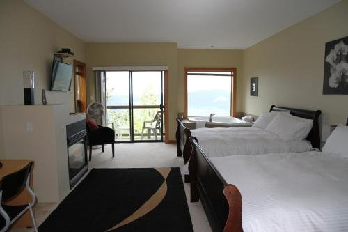 Moon Water Lodge - фото 1