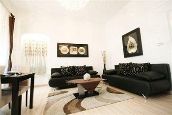City Center Luxury Apartments - фото 8