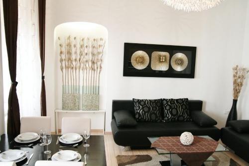 City Center Luxury Apartments - фото 4