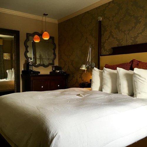 Photo of Chestnut Hill Hotel