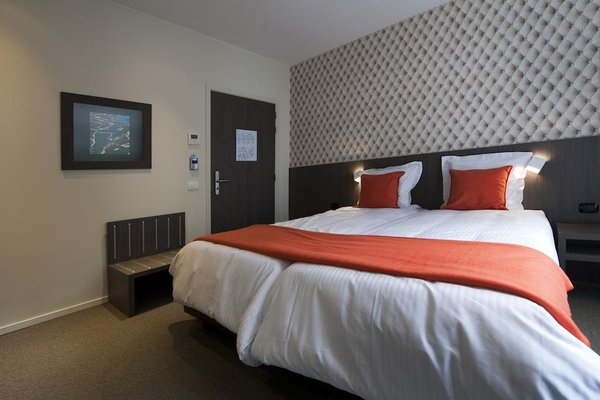 Square Hotel - фото 5
