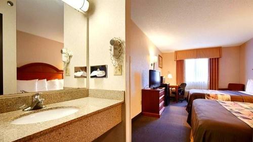 Photo of Best Western Grove City Inn