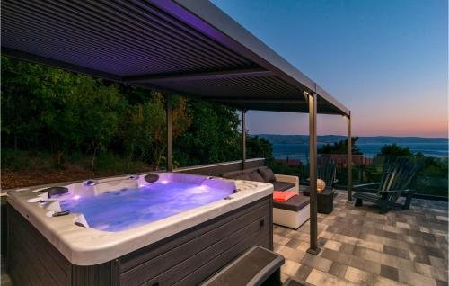 Holiday home Omis 41 with Outdoor Swimmingpool - фото 16