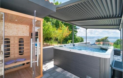 Holiday home Omis 41 with Outdoor Swimmingpool - фото 8