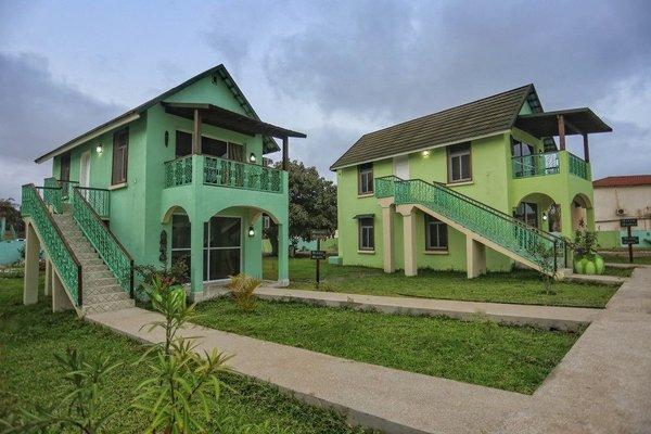 Flourish Wellness Resort, Kololi