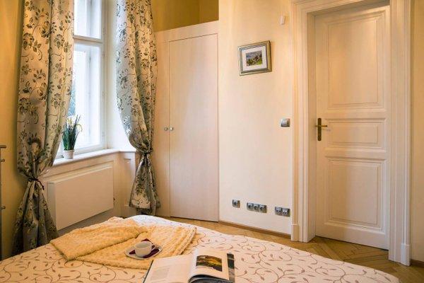 Modern Apartment Vsehrdova - фото 1