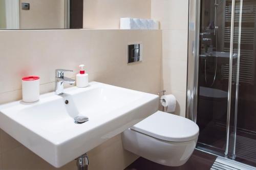 Modern Apartment Vsehrdova - фото 11