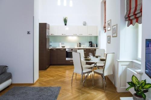 Modern Apartment Vsehrdova - фото 17