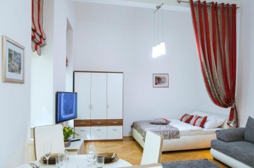 Modern Apartment Vsehrdova - фото 3