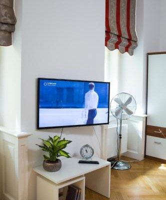Modern Apartment Vsehrdova - фото 4