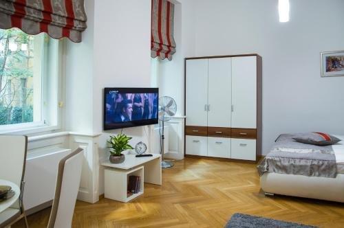 Modern Apartment Vsehrdova - фото 5