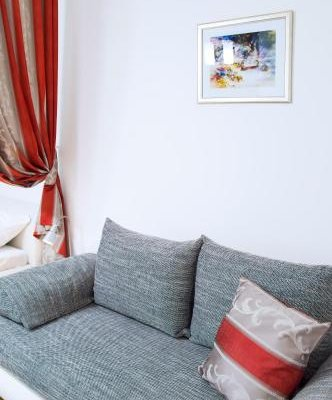Modern Apartment Vsehrdova - фото 7
