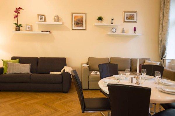 Modern Apartment Vsehrdova - фото 8