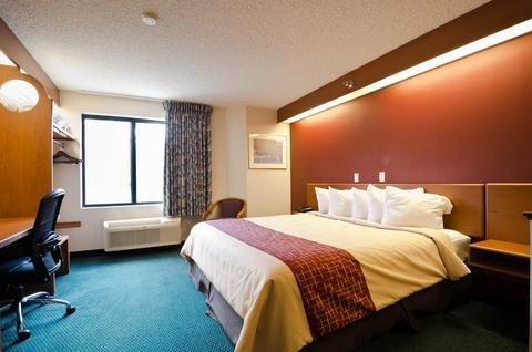 Photo of Red Roof Inn & Suites California, MD - NAVAIR