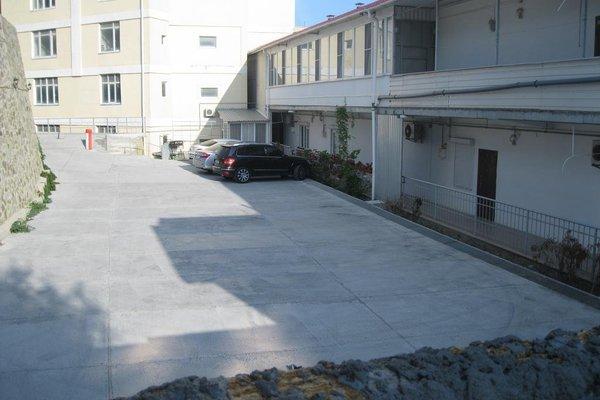 Yacht Club Apartments - фото 9