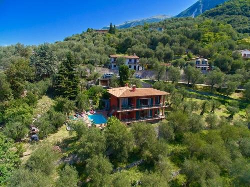Large Home with Enchanting Lake View - Loncrini - фото 10