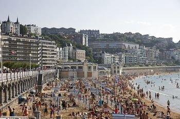 Playa de La Concha 3 Apartment by FeelFree Rentals - фото 21
