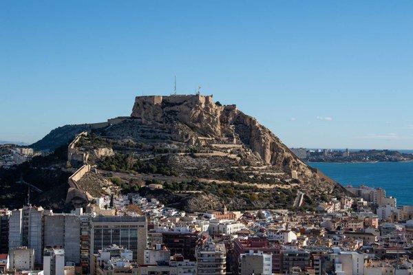 Alicante Skylights Apartments - фото 18