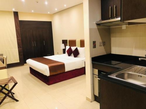 The View Al Barsha Hotel Apartments - фото 4