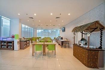 Whiz Prime Hotel Balikpapan - фото 12