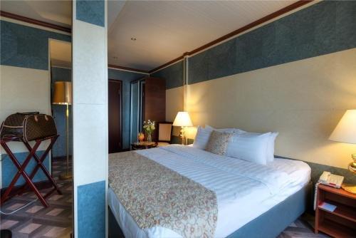 Clementine Hotel - фото 1