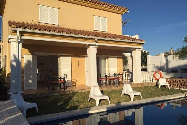 Modern Beachside Villa Marbella - фото 8