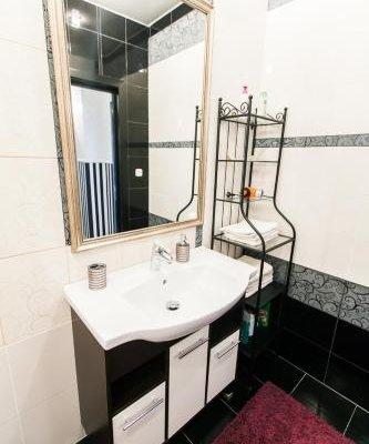 Beautiful Apartments on Popovicha Lane 10-87 - фото 10
