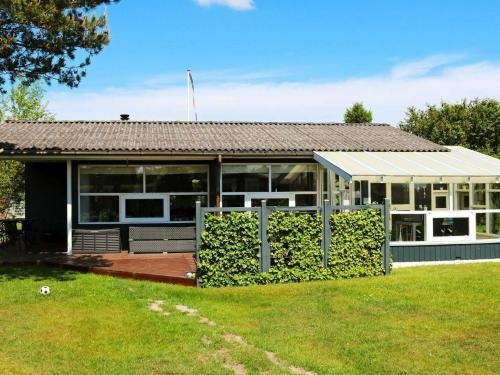 Two-Bedroom Holiday home in Hadsund 9 - фото 12