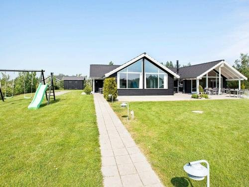 Five-Bedroom Holiday home in Idestrup 5 - фото 11