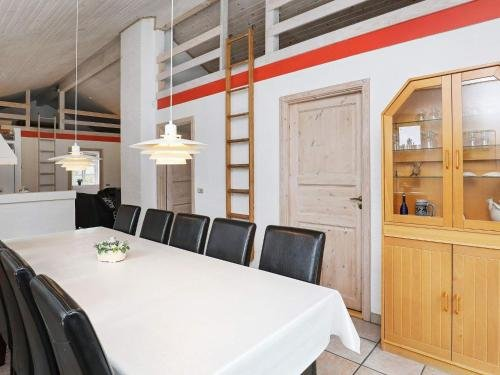 Four-Bedroom Holiday home in Blavand 1 - фото 9