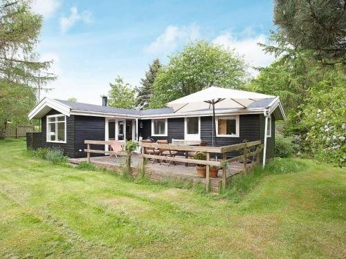 Two-Bedroom Holiday home in Gilleleje 9 - фото 1