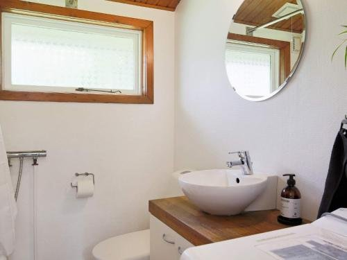 Two-Bedroom Holiday home in Gilleleje 9 - фото 12