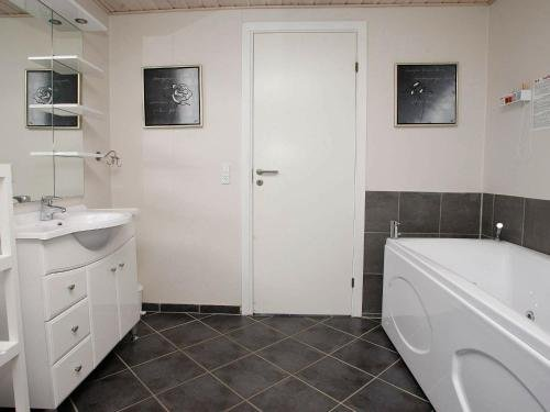 Three-Bedroom Holiday home in Brovst 35 - фото 11