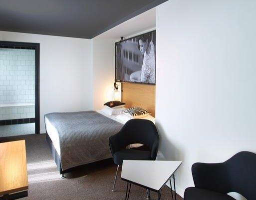 Zoom Hotel - фото 1