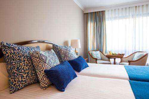 Hotel Izan Avenue Louise - фото 1
