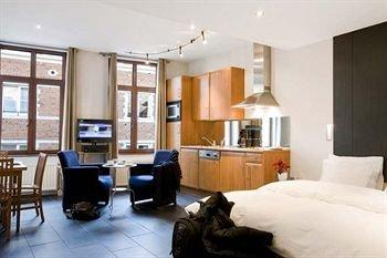 Azimut Flathotel Aparthotel - фото 7