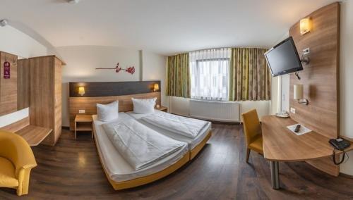 Hotel Luxa - фото 1