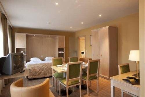 Aragon Apartments - фото 13